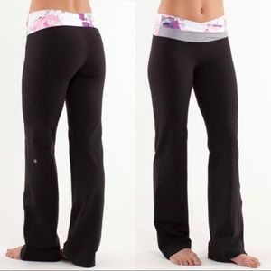 Lululemon Astro pant Blurred Blossom, size 6